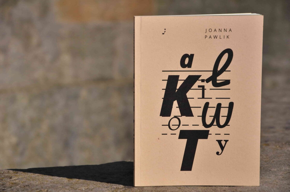 Dosłownie stukam ołówkiem  Z Joanną Pawlik rozmawia Ewa Frączek